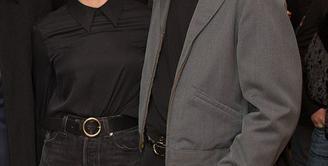 Rumor cerai pasangan Scarlett Johansson dan Romain Dauriac sontak beredar. Namun hal ini ditampik keduanya ketika terlihat tampil bersama di sebuah acara di kawasan New York, Rabu (25/1).  (doc.dailymail.com)