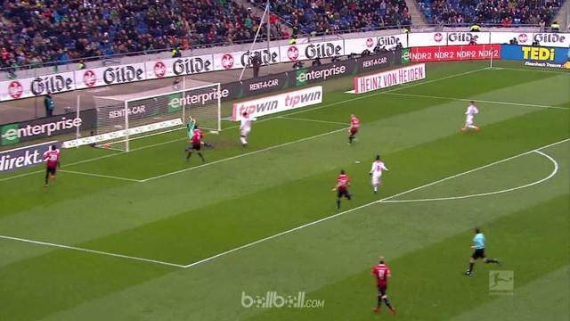 Leipzig berhasil melewati ancaman tuan rumah Hannover dan meraih kemenangan tipis 3-2.  Tim tamu unggul 2-0 lebih dulu sebelum Han...