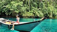 Surga tersembunyi di Kalimantan Timur. Danau Labuan Cermin yang memiliki air jernih nan indah (ig: @eunikekristy)