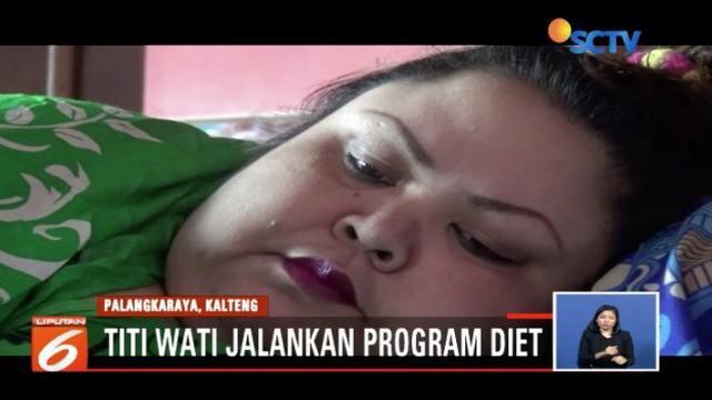Usai melakukan operasi bariatrik, Titi Wati, wanita obesitas asal Palangka Raya, kini menjalani program diet yang dipantau langsung oleh tim dokter dari rumah sakit.