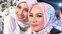 Selanjutnya ada si cantik Zaskia Sungkar dan Melly Goeslaw. Dua wanita ini selalu hadir di hari bahagia Bella dan Emran. Saat akad nikah di Kuala Lumpur pun keduanya juga hadir memeriahkan. (Instagram/zaskiasungkar)