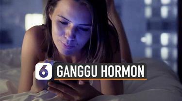 Kebiasaan buka ponsel saat bangun tidur berdampak pada kesehatan. Studi IDC Research menyebut, sekitar 80% orang memeriksa ponsel saat bangun tidur.