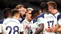 Selebrasi pemain Tottenham Hotspur setelah mengalahkan Chelsea melalui adu penalti pada babak keempat Carabao Cup di Tottenham Hostpur Stadium, Rabu (30/9/2020). (Twitter/Tottenham Hotspur)