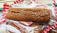 Roti gambang dari Betawi kini masuk dalam kategori roti jadul yang jarang ditemui. (Liputan6.com/Ossid Duha Jussas Salma)