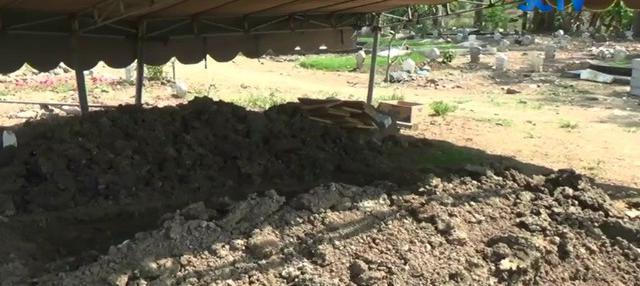 Jenazah terduga teroris Budhi Satrio rencana dimakamkan di pemakaman umum milik Pemerintah Kabupaten Sidoarjo, Jawa Timur. Pemakaman terpaksa dilakukan jauh dari rumah almarhum karena adanya penolakan dari warga setempat.