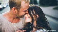 Apa yang akan membuat hubungan Anda dan pasangan menjadi bahagia? Simak di sini beberapa sifat yang harus Anda miliki.