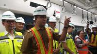 Gubernur DKI Anies Baswedan naik MRT ke Lebak Bulus. (Liputan6.com/Ika Defianti)