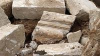 Batuan candi dan situs kuno ditemukan dalam pembangunan Rest Area Dieng, Jawa Tengah. (Foto: Liputan6.com/UPT Dieng/Muhamad Ridlo)