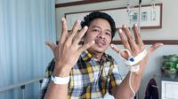 Supriyanto (46) salah seorang warga Cipondoh Kota Tangerang yang sudah menjalani rawat inap dari Sabtu pekan lalu, mengaku kecewa dengan tidak bisa menggunakan hak suaranya. (Liputan6.com/Pramita)