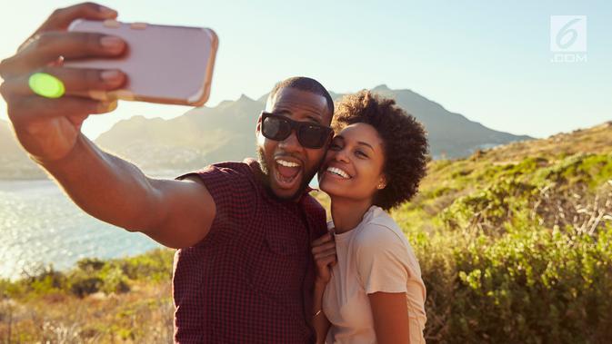 Ilustrasi Orang lagi selfie (iStockPhoto)#source%3Dgooglier%2Ecom#https%3A%2F%2Fgooglier%2Ecom%2Fpage%2F%2F10000