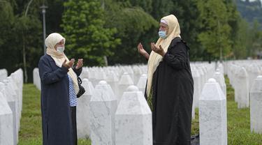 FOTO: Penampakan Ribuan Makam Korban Pembantaian Sreberenica