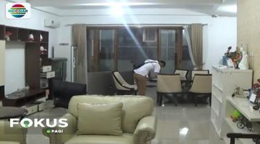 Penggeledahan rumah mewah milik bos travel perjalanan umroh Abu Tours dilakukan tujuh penyidik dari Polda Sulawesi Selatan.