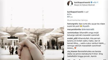 Kartika Putri mengunggah foto yang menyiratkan jika dirinya sudah menikah. Sebelumnya kartika dikabarkan menjalani proses taaruf dengan seorang habib.