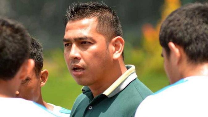 Pelatih Badak Lampung FC, Jan Saragih, mendukung keberadaan VAR di Liga 1 musim 2019. (Bola.com/Vincentius Atmaja)