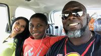 Pelatih Barito Putera, Jacksen F. Tiago, bersama putra dan istri tercinta. (Bola.com/Dok. Pri)