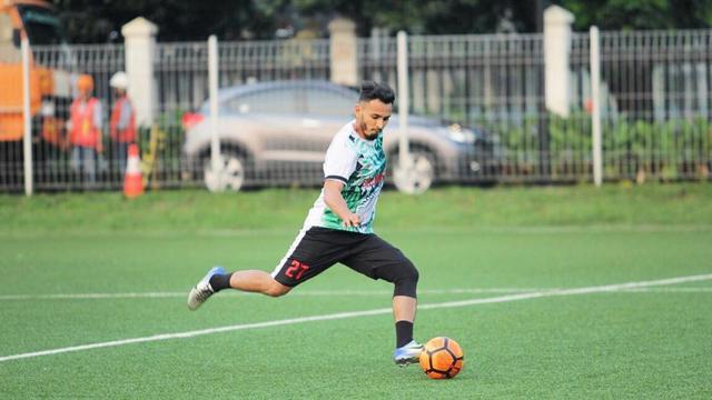 6 Potret Rifky Alhabsyi, Dulu Atlet Sepak Bola Kini Jadi Aktor 'Suara Hati Istri'
