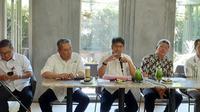 Deputi Bidang Pemberdayaan Masyarakat, Desa, dan Kawasan (Deputi VII) Kemenko PMK Sonny Harry B Harmadi (tengah).(Merdeka.com/ Hari Ariyanti)