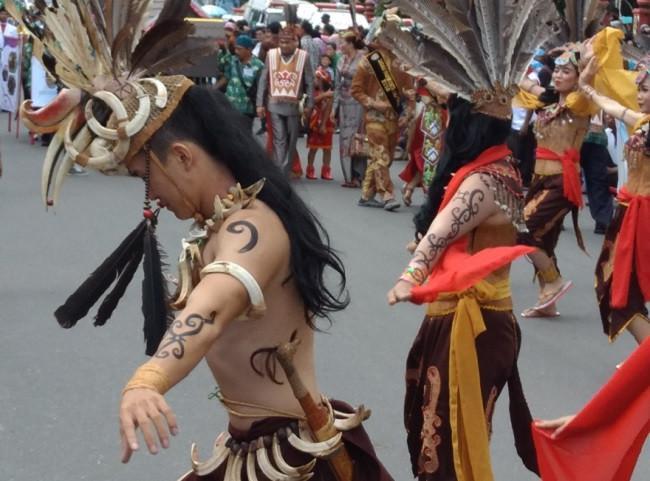 Festival Budaya Iseng Mulang yang didominasi oleh budaya Dayak bakal melombakan 19 cabang olahraga tradisional. (Liputan6.com/Rajana K)