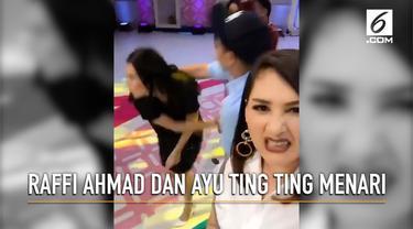 Membagikan momen saat Raffi Ahmad dan Ayu Ting Ting menari bersama, ekspresi Mona Ratuliu malah jadi perbincangan.