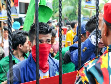 20160503-Kawal Sidang, Massa Pendukung Minta Ongen Bebas
