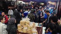 Suasana pasar malam Lakemba yang selalu dipadati oleh masyarakat Muslim di Sydney, Australia (AP Photo)