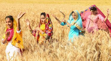 FOTO: Tarian Tradisional Rakyat Punjab Jelang Festival Panen Baisakhi