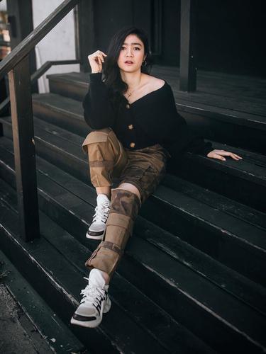 FOTO: Pesona Febby Rastanty Pakai Sweater Hitam