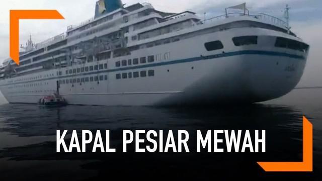 Sebuah kapal pesiar mewah asal Jerman. Kapal mengangkut ribuan wisatawan mancanegara asal Eropa dan Asia.