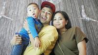 Rafathar Malik Ahmad, anak pasangan selebriti Raffi Ahmad dan Nagita Slavina ini juga tak bosan untuk dibicarakan. Selain tingkahnya yang menggemaskan, barang-barang fashionnya yang harganya selangit. (Instagram/raffinagita1717)