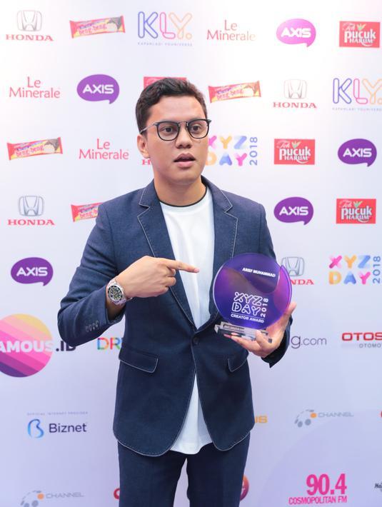 Setelah siang harinya diisi dengan banyak ilmu terkait membuat konten creatif, malam harinya dilanjutkan acara pengumuman pemenang XYZ Creator Award 2018. Arief Muhammad menjadi salah satu pemenangnya. (Adrian Putra/Bintang.com)