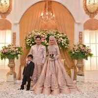 Tommy Kurniawan dan sang buah hati, juga Lisya Nurrahmi. (Instagram/tommykurniawann)