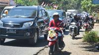 Ilustrasi – Lalu lintas Bandung-Yogyakarta di ruas Ciguling, Majenang, Cilacap, pada arus mudik lebaran 2015. (Foto: Liputan6.com/Muhamad Ridlo)