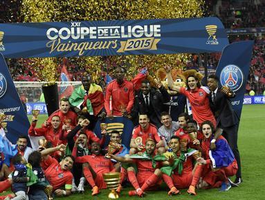 Pemain PSG rayakan juara setelah mengalahkan Bastia