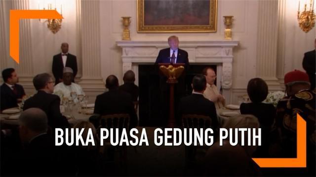 Presiden AS, Donald Trump menggelar acara buka puasa disertai jamuan makan malam di Gedung Putih. Dalam acara ini hadir duta besar negara yang berpenduduk mayoritas muslim.