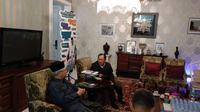 Mantan Menteri Badan Usaha Milik Negara (BUMN) Tanri Abeng berkunjung ke kediaman calon Wakil Presiden Ma'ruf Amin.