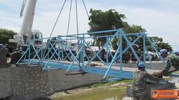 Citizen6, Haiti: Prajurit TNI yang tergabung dalam Satgas Kompi Zeni TNI Kontingen Garuda XXXII-A/MINUSTAH dipimpin Letkol Czi Winarno, berhasil menyelesaikan pembuatan jembatan di kawasan kanal, Gonaives, Haiti. (Pengirim: Badarudin Bakri)