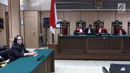 Suasana sidang cerai mantan gubernur DKI Jakarta Basuki Tjahaja Purnama atau Ahok dengan Veronica Tan di PN Jakarta Utara, Rabu (21/3). Pengacara Ahok, Josefina Agatha Syukur menyerahkan 17 lembar berkas kesimpulan ke hakim. (Liputan6.com/Arya Manggala)