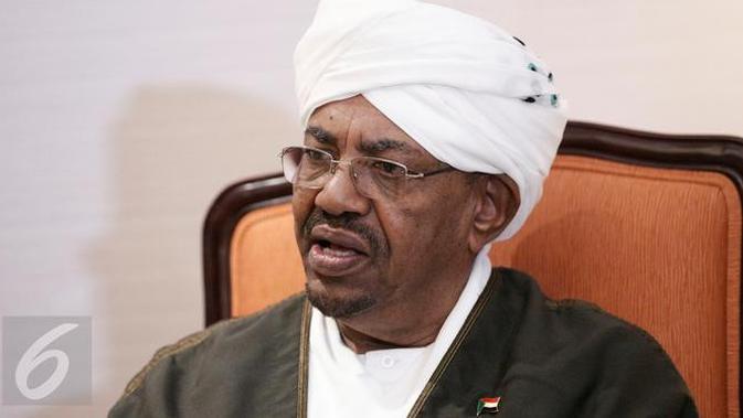 Presiden Sudan Omar Al Bashir ketika melakukan wawancara khusus dengan redaksi Liputan6.com di Jakarta, Senin (7/3/2016). (Liputan6.com/Faizal Fanani)