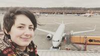 wanita mengaku pacaran dengan pesawat (foto: MDWfeatures / Michele Kobke)