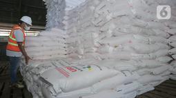 Sistem distribusi juga menjadi fokus Pupuk Kaltim dalam menjaga ekosistem pertanian di tengah tantangan musim tanam tahun 2021.  Tercatat per 19 Maret 2021, sebanyak 210.494 ton stok pupuk telah tersedia di gudang Pupuk Kaltim yang tersebar di sejumlah wilayah.(Liputan6.com/Pool/Pupuk Kaltim)