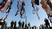 5 Keuntungan Melepas dan Tak Memakai Bra (Reuters)