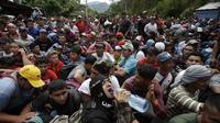 Karavan migran, atau eksodus imigran besar-besaran yang melewati Honduras menuju AS (AP/Moises Castilo)