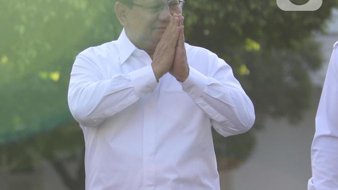Ketua Umum Partai Gerindra Prabowo Subianto berjalan memasuki kompleks Istana Kepresidenan, Jakarta, Senin (21/10/2019).  Prabowo Subianto tiba di Istana di tengah suasana pengumuman calon menteri kabinet Presiden Joko Widodo atau Jokowi. (Liputan6.com/Angga Yuniar)
