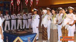Citizen6, Surabaya: 173 siswa Sekesal Pusdikes, Kobangdikal dilantik dan diambil sumpahnya sebagai perawat dan asisten apoteker di gedung Moeljadi, Kesatrian Bumimoro, Kobangdikal, Rabu (27/6). (Pengirim: Kobangdikal).