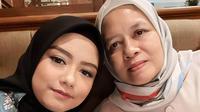 Tika Ramlan dan Ibunda. (instagram.com/tika_ramlan)