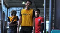 Rachmat Latief ketika latihan bersama Arema. (Bola.com/Iwan Setiawan)