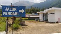 Pendakian di kawasan gunung Guntur memang mengasikan, selain bisa melihat keindahan kota Garut dari ketinggian, jalur dan medan pendakian yang terbilang 'biasa' bagi pendaki, dinilai menjadi daya tarik tersendiri bagi mereka. (Liputan6.com/Jayadi Supriadin)