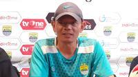 Pelatih, Blitar Bandung United, Liestiadi. (Bola.com/Erwin Snaz)