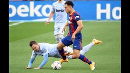 Bukan hanya bek yang tangguh dan solid, Sergino Dest juga dapat diandalkan timnya ketika menyerang plus unggul dalam penguasaan bola. (Foto: AFP/Lluis Gene)