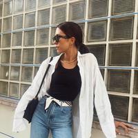 Jeans kebesaran? ini cara mudah untuk menjadikannya cukup kembali. (Foto: Instagram/ whowhatwear)